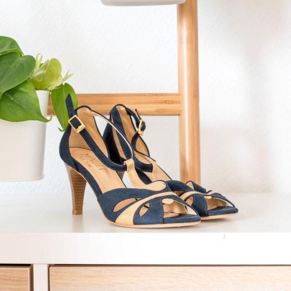 Sandale haute bleu minuit vegan en simili-daim et son talon fin