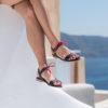 Sandale bleu minuit vegan plate en simili-cuir lisse aux lacets roses et aux détails dorés