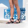 Sandale bleu minuit vegan bohème avec ses pompons à nouer