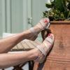 Sandale beige vegan plate bi-matière et sa bande transversale