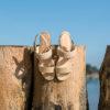 Sandale Or vegan simili-daim avec sa bande tressée sur le bout du pied
