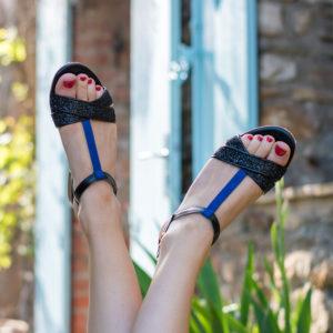 Sandale plate Galactique vegan noir à paillette et bleu